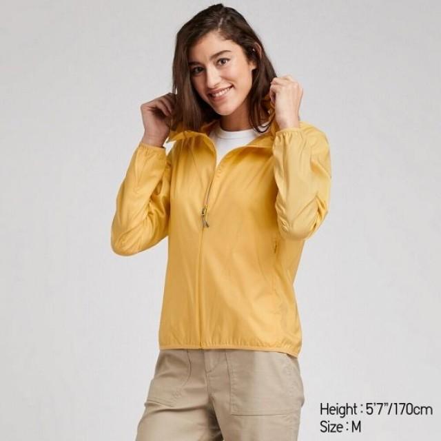 Áo gió bỏ túi UNIQLO nữ - Màu vàng