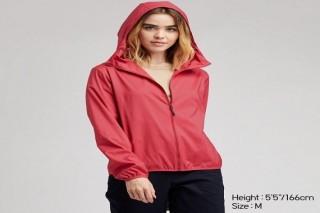 Áo gió bỏ túi UNIQLO nữ - Màu đỏ
